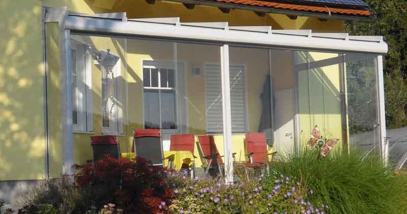 Sommergarten Aluminium mit Innenbeschattung und Ganzglas Schiebetüren